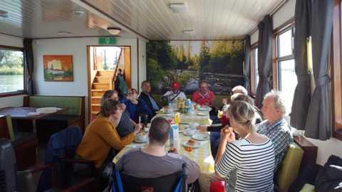 Het Onthaastcafe aan boord van het schip.